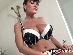 Hot Pornstar Lisa Ann Up Close and Personal