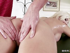 Look at this hot blond undressing to receive a massage. Look at her big tits, her hot tattoed body and her tight pussy. She receives oiled while she sits on a table. His hands on her hot a-hole makes her horny, and this guy begins massaging her long legs. Is she going to receive some wang inside her tight pussy?