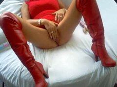 Homemade milf in leather boots toy copulates pussy
