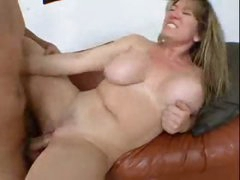 Curvy girl looks so sexy taking anal sex